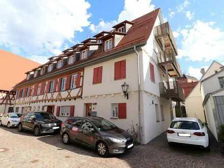 Top restaurierte 2-Zimmer-Altbauwohnung inmitten von Münsingen