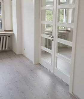Ansprechende, helle, sanierte 3-Zimmer-Altbauwohnung mit Balkon zw. Uni und Bahnhof