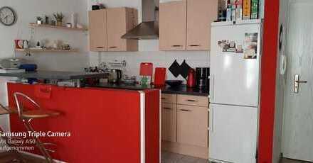 Stilvolle, sanierte 2-Zimmer-Wohnung mit Balkon und Einbauküche in Mertingen