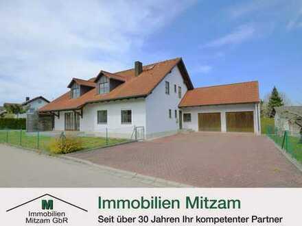 Zweifamilienhaus mit Doppelgarage in ruhiger, sonniger und verkehrsgünstiger Lage von Denkendorf (Na