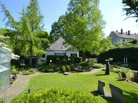 Imposante Architektenvilla! Ruhige Oase im Herzen von Kleve! Parkähnlicher Garten, Schwimmbad, Sauna