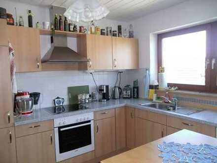 Einbauküche, Balkon mit Bergblick, Keller und auch Garage, was brauchen 3 Zimmer mehr
