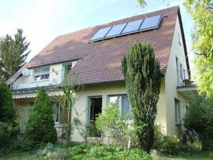 Charmantes Wohnhaus in erstklassiger Lage und mit einem schönen Garten ...