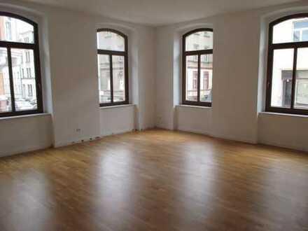 Tolle 3-Zimmer-Wohnung im EG mit Fußbodenheizung, Wanne, Dusche, Balkon zentrumsnah in Plauen