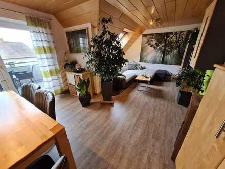 Schöne u. helle, gepflegte 3-Zimmer-DG-Wohnung mit Balkon und EBK in Burlafingen