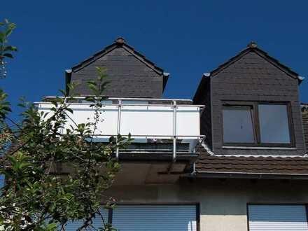 Wohnen in Toplage - Helles Dachgeschoss im 2-Familienhaus mit Balkon und Fernblick