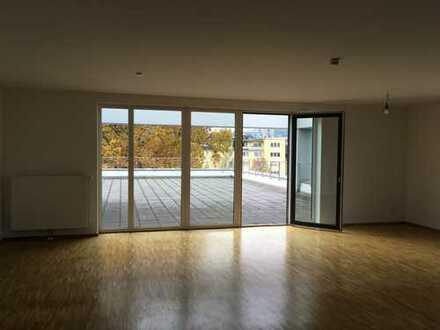 Moderne Penthousewohnung mit großer Dachterrasse in der City...
