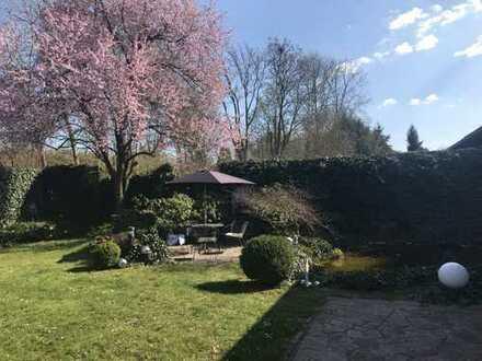 Modernes Architektenhaus mit idyllischem Garten