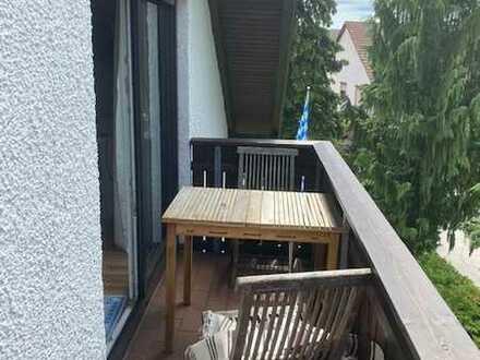 Hausverwaltung Angermair! 2 Zimmer Dachgeschoßwohnung mit Küche und Balkon in Parsdorf
