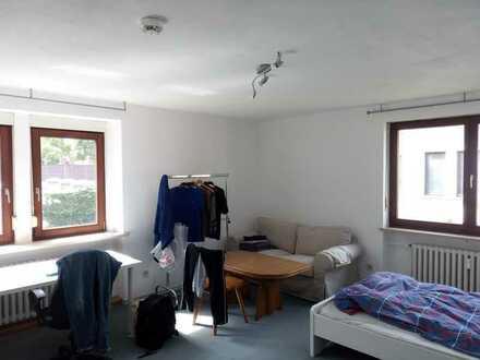 Helles 2er-WG-Zimmer in Bahnhofsnähe