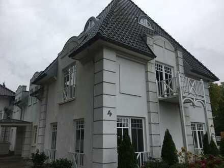 Neuwertige 3,5-Zimmer-Wohnung mit Balkon und EBK in Hüde