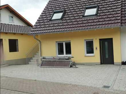 Erstbezug: stilvolle 4-Zimmer-Terrassenwohnung mit Balkon in Ebringen