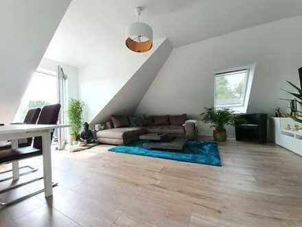 Sehr Schöne Dachgeschosswohnung mit eigenen Garten