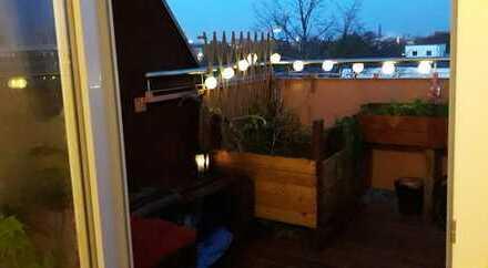 schönes Zimmer in Top- Dachgeschoss nähe Görlitzer Park