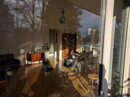 Gemütliches Zimmer in schöner Wohnung mit großem Balkon in Hamburg-Uhlenhorst - ab Mitte Januar 2019
