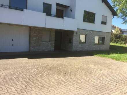 Gepflegte EG-Wohnung mit zwei Zimmern sowie Terasse/Gartenmitbenutz. und EBK in Vaihingen an der Enz
