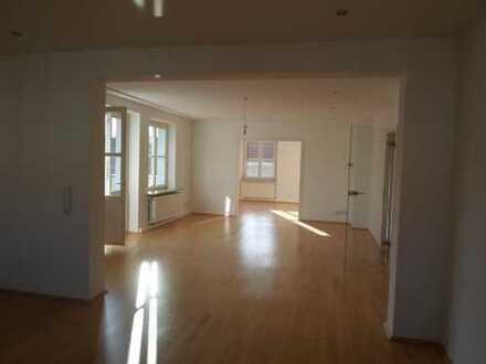 Schöne großzügige helle 3 Zimmerwohnung in einer der schönsten Strassen von Hannover
