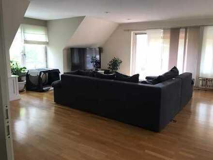 Gepflegte 4-Raum-Wohnung mit Balkon und Einbauküche in Bönningstedt