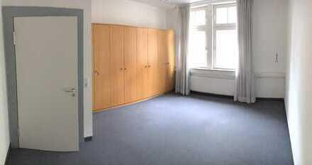 Frei zum 01.06/ großes, helles Zimmer in einer Mega WG im Zentrum Ludwigsburg, SS 1.OG