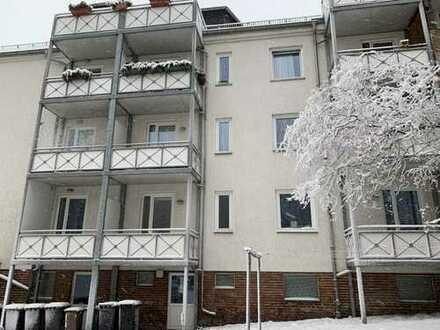 Sehr schön gelegene 3- Raumwohnung mit Terrasse inkl. Einbauküche