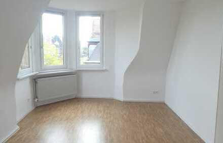 Jugendstil-Anwesen ! Kernsanierte stilvolle 3-ZW, ca. 95 m²,Wohnküche, neue Parkettböden,