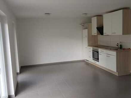 Neuwertige 2,5-Zimmer-EG-Wohnung mit Terasse und Einbauküche
