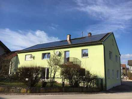 Zweifamilienhaus mit 8 Zimmer, 2 Garagen und kl. Gartenanteil