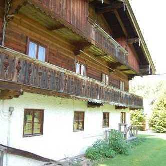 Am Tegernsee - Landhaushälfte (Denkmalschutz) mit großem Grundstück in verkehrsgünstiger Lage
