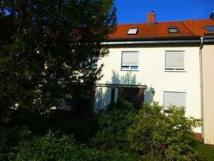 Reihenmittelhaus für die kleine Familie in angenehmer Umgebung sucht neue Hausherren/in
