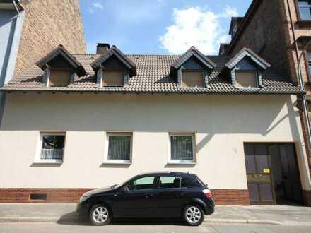 Einfamilienhaus mit Ausbaupotenzial in Mannheim-Neckarau