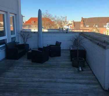 Großzügige 4-Zimmer Wohnung mit großer Terrasse! WG-geeignet!