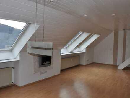 Hilchenbach Dahlbruch, großzügige, helle DG Wohnung mit sonnigem Freisitz und guter Ausstattung