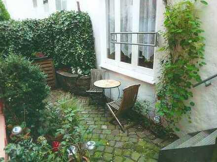 Stilvolle, gepflegte 2-Zimmer-Wohnung mit Hofgarten im Schnoor, Bremen, Provisionsfrei