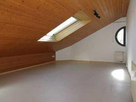 1-Zi Dachgeschoß-Wohnung ca. 26m², Nähe blaues Ärztehaus