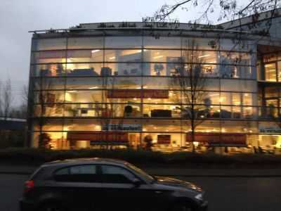 Bürofläche mit Parkplätzen in Rahlstedt
