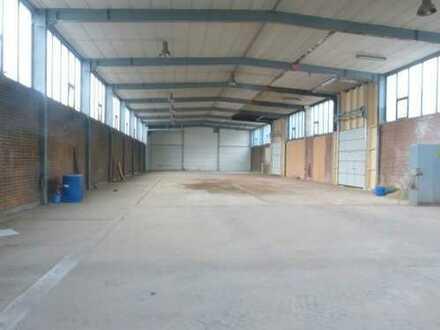 Ab sofort: Halle, ca. 730 m², teilbar, auf traditionellem Betriebsgelände! Mit Freifläche möglich!