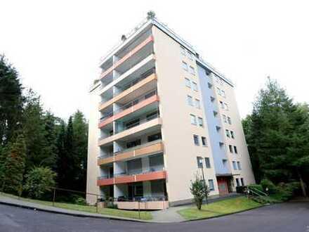 Gepflegte Drei-Zimmer-Wohnung im 1. Obergeschoss mit Loggia und Garage - Aufzug vorhanden