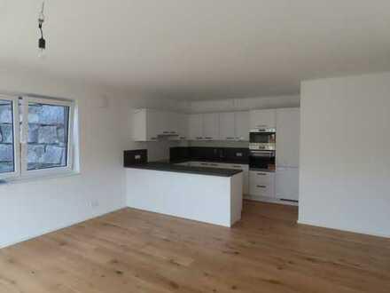 Stilvolle, neuwertige 3-Zimmer-Wohnung mit Terrasse und EBK in Altensteig