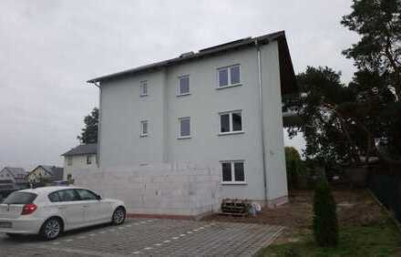 erst Bezug_3 Raum Wohnung_Carport_Fußbodenheizung_Bad mit Dusche und Wanne_Balkon_Abstellkammer