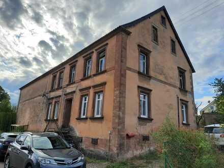 Denkmalgeschütztes Wohnhaus mit Scheune auf großem Grundstück