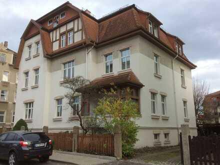 Helle Zwei-Zimmer-Wohnung mit Stellplatz
