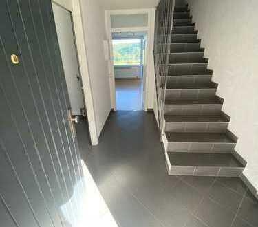 Exklusive, sanierte 3,5-Zimmer-Maisonette-Wohnung mit Balkon und EBK in Esslingen am Neckar