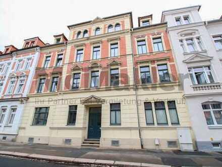 Zuverlässig vermietete Kapitalanlage: Gepflegte 3-Zi.-ETW mit Balkon in authentischem Altbau