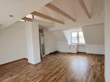 Ihr Traum: komplett neu ausgestattete Dachgeschosswohnung mit großer Dach-Terrasse