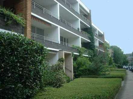 hochwertige 3 Zi. Wohnung mit großzügigem Schnitt in Oberkassel !