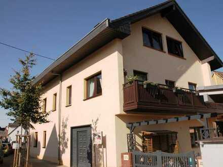 Einzigartiges Ambiente und Design! Luxuriöse 3-ZKB-Whg. in Topzust. m. Wintergarten, kl. Wohneinheit