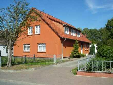 Große Wohnung in 3-Familienhaus mit eigenem Zugang