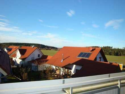 Lichtdurchflutete 3,5-Dachgeschosswohnung mit Balkon und Einbauküche in Empfingen-Dommelsberg