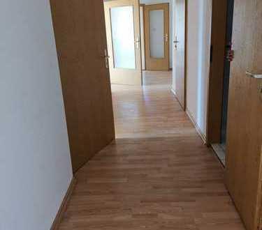 !! 1 MONAT KALTMIETFREI !! Große 4 Zimmer Wohnung mit 2 Balkonen & eingelassenen Parkett !!