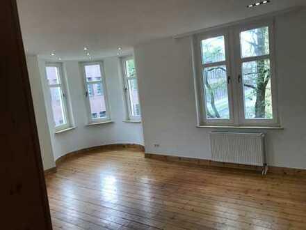 Sanierte Wohnung mit drei Zimmern und Einbauküche in Hannover